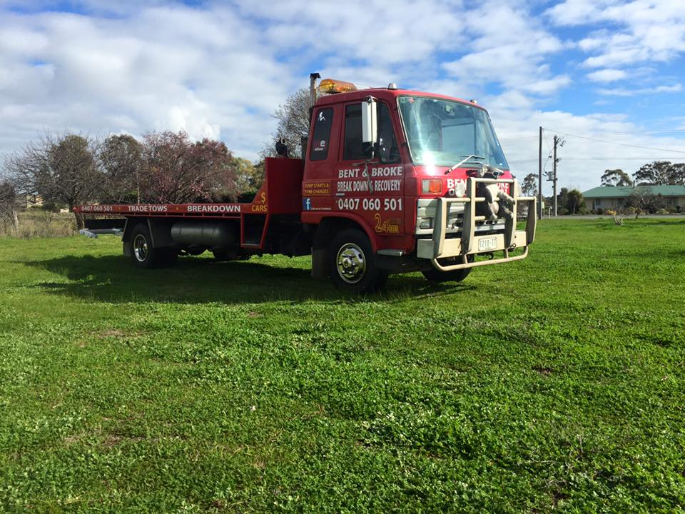 Large picture of the Bent and Broke Towing Truck sitting in a paddock